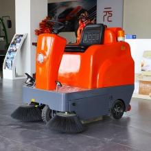 可喷雾吸尘电动驾驶式扫地机小型电动清扫车物业扫地车